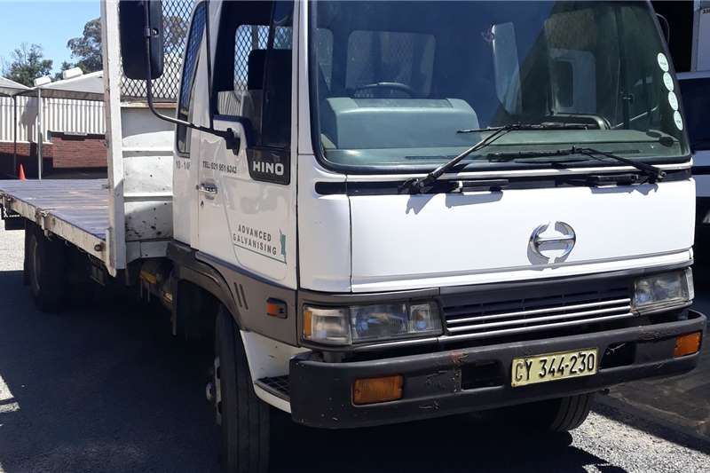 Hino Truck 10 146 PLATBAK 1995