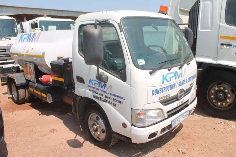 Hino Truck 300 614 2.200L Diesel tank with Pumps 2014