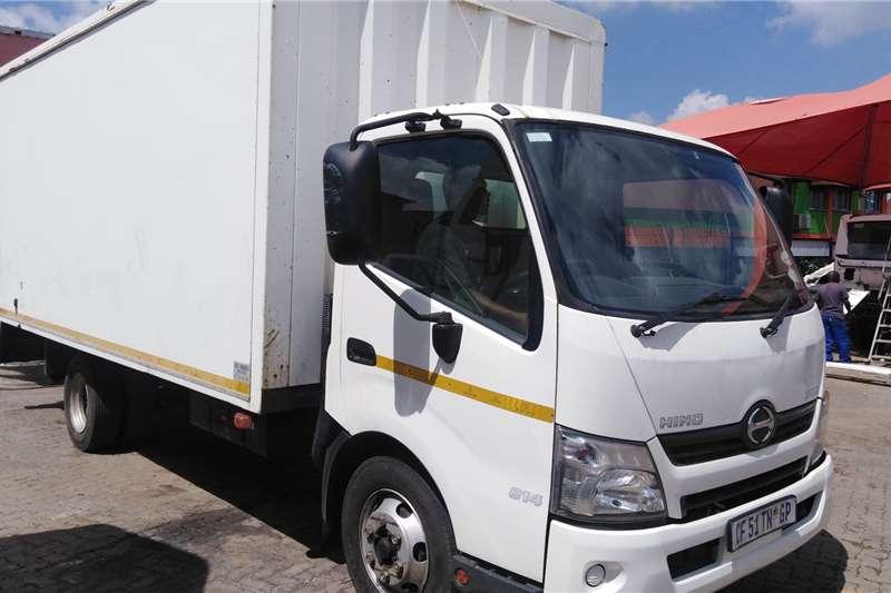 Hino Truck 300 814 4.5 TON VAN BODY 2012