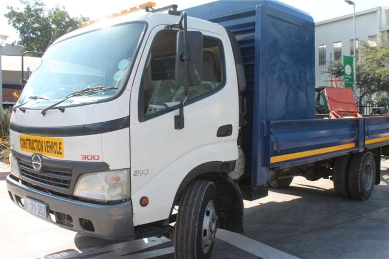 Hino Truck 300 814 4x2 Dropside 2011