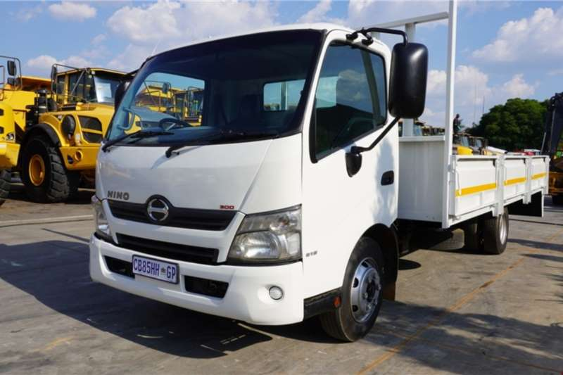 Hino Truck 300 815 4x2 Dropside A/T 2012