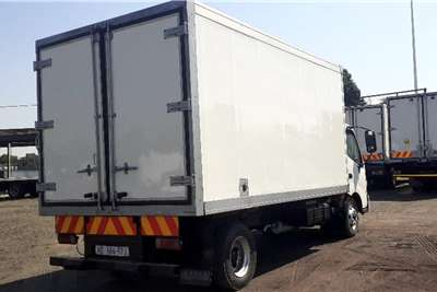 Hino 300 815 FRIDGE BODY WITH MEAT RAILS A/T Truck