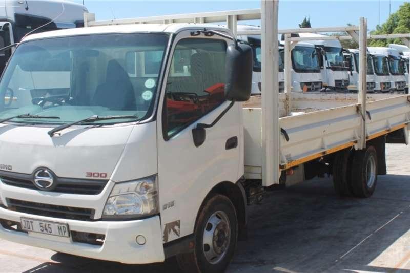 Hino Truck 300 915 4x2 Dropside 2016