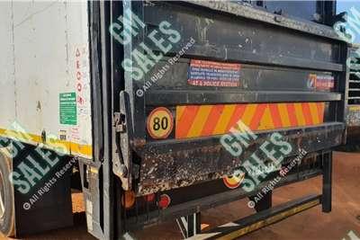 Hino 500 15 258 (8t) Closed Body + Taillift Truck