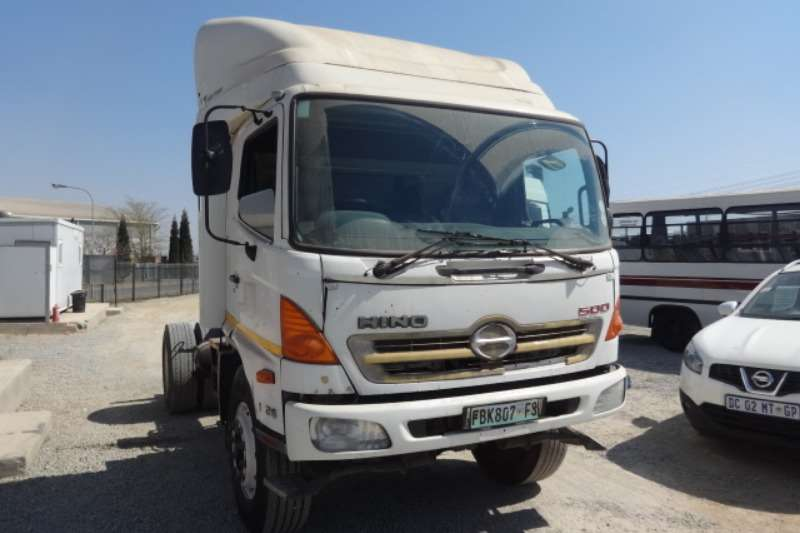 Hino Truck 500 1726 4x2 Truck Tractor 2011