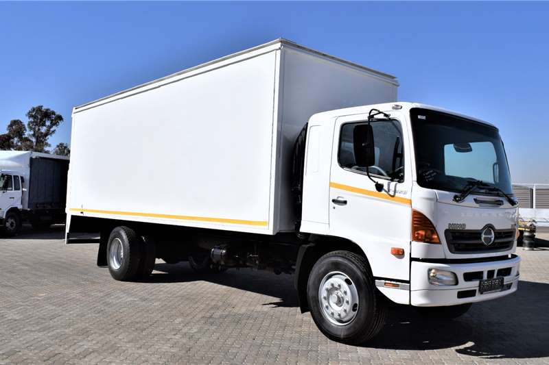 Hino Truck 500 Series 15 258 Volume Body (8 ton) 2004