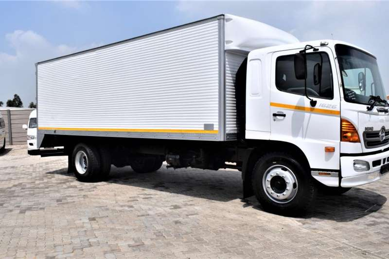 Hino Truck 500 Series 1626 LWB (8 ton )Volume Body 2009