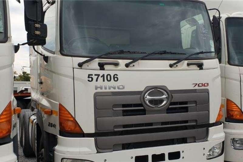 Hino Truck 700 2841 6x4 Mechanical Horse 2014