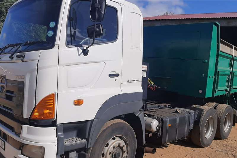Hino 700 With Hydraulicks Truck