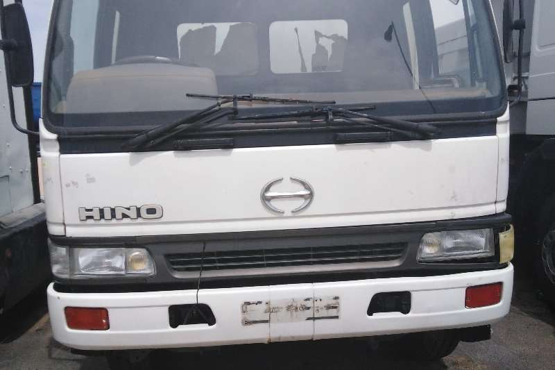 Hino Truck Closed Body HINO 15-207 CLOSE BODY 2002