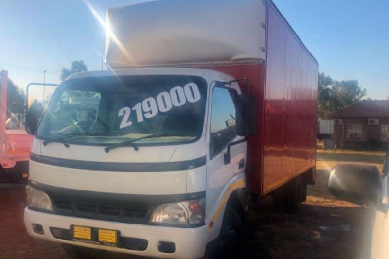 Hino Truck Closed Body HINO 300 814 BOX BODY R249000 2011