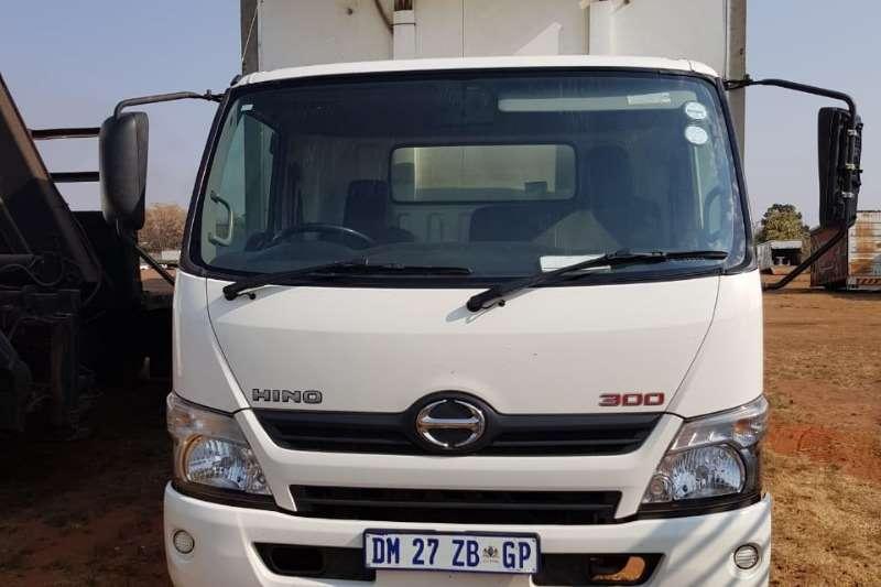 Hino Truck Closed body Hino 300 LWB Closed body