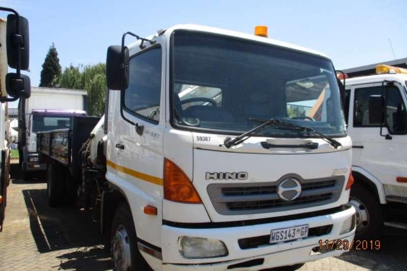 Hino Truck Crane Truck HINO 15-257 DROPSIDE WITH FRONT PESCI 165 CRANE 2007
