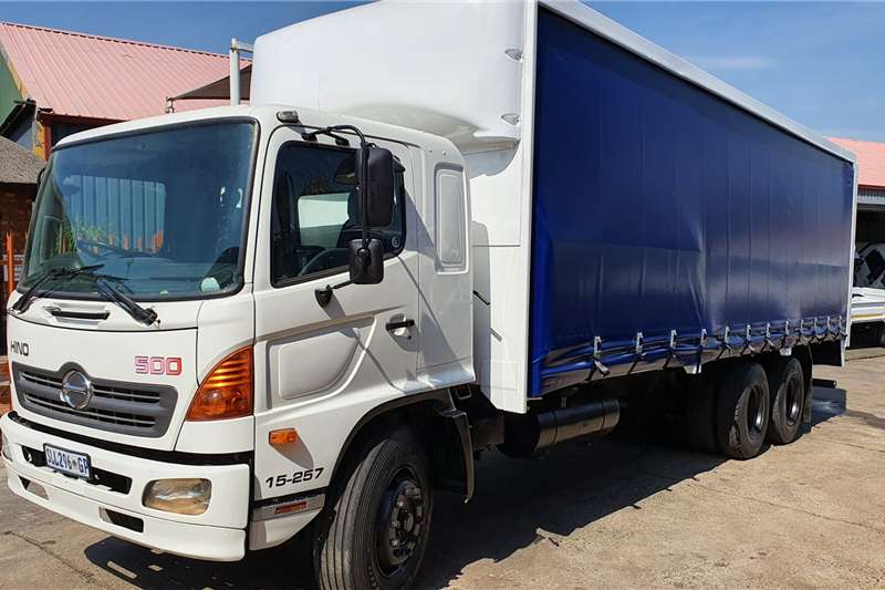 Hino Truck Curtain side 15 257 2005