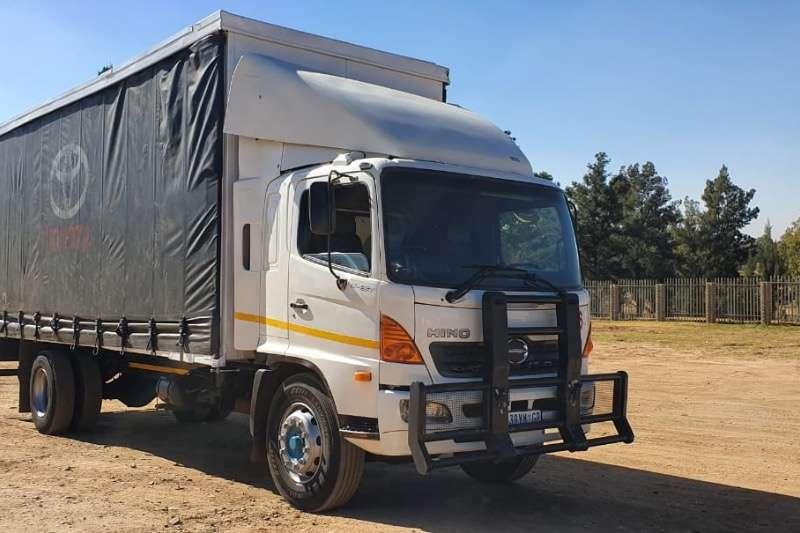 Hino Curtain side 15 257 Truck