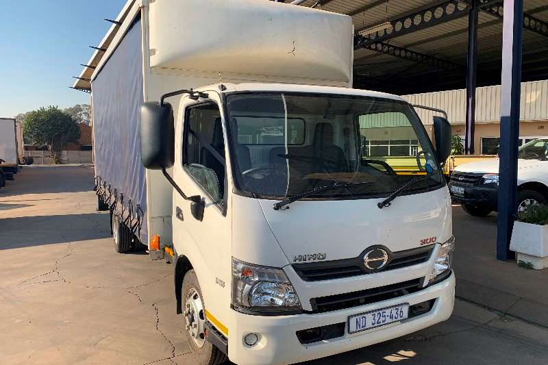 Hino Truck Curtain side 300 915 F/C Curtain Side 2016