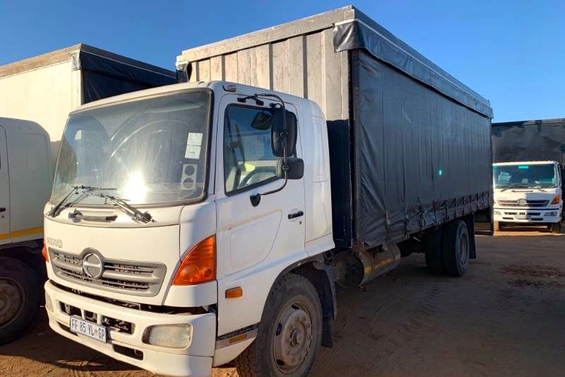 Hino Truck Curtain side 500 15 257 2006