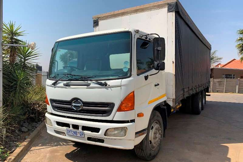 Hino Truck Curtain side 500 15 257 F/C 6x2 12 Ton Curtain Side 2004