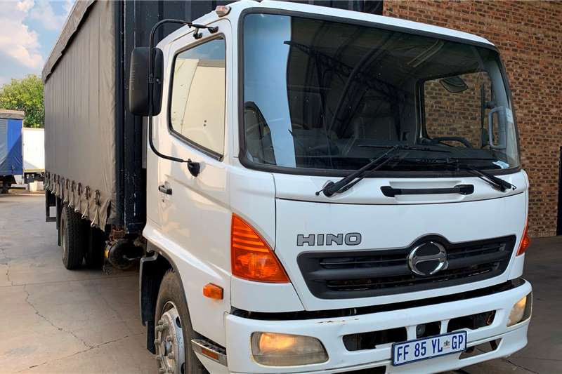 Hino Truck Curtain side 500 15 257 F/C 8 Ton Curtain side 2006