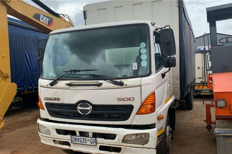 Hino Truck Curtain side 500 1626 2010