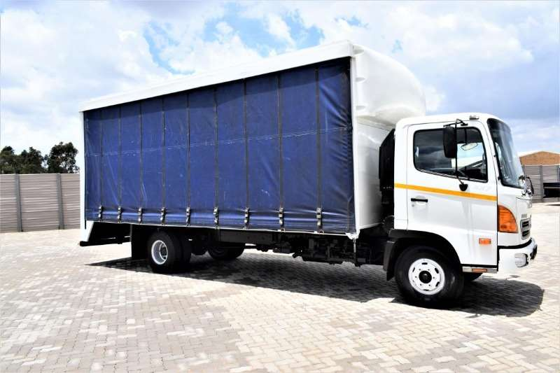 Hino Truck Curtain side 500 Series 1017 (8 Ton ) 2007