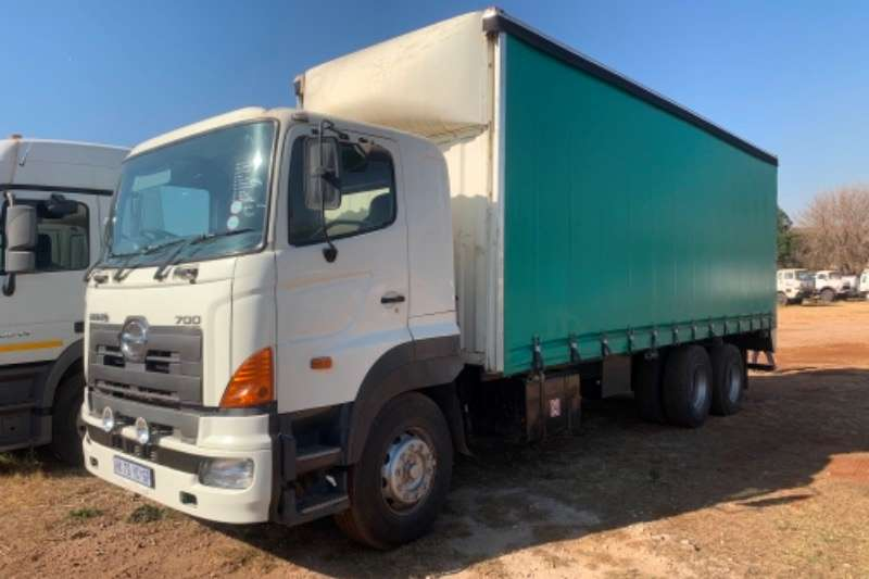 Hino Truck Curtain side Hino 700 with 9m curtain side body 2005