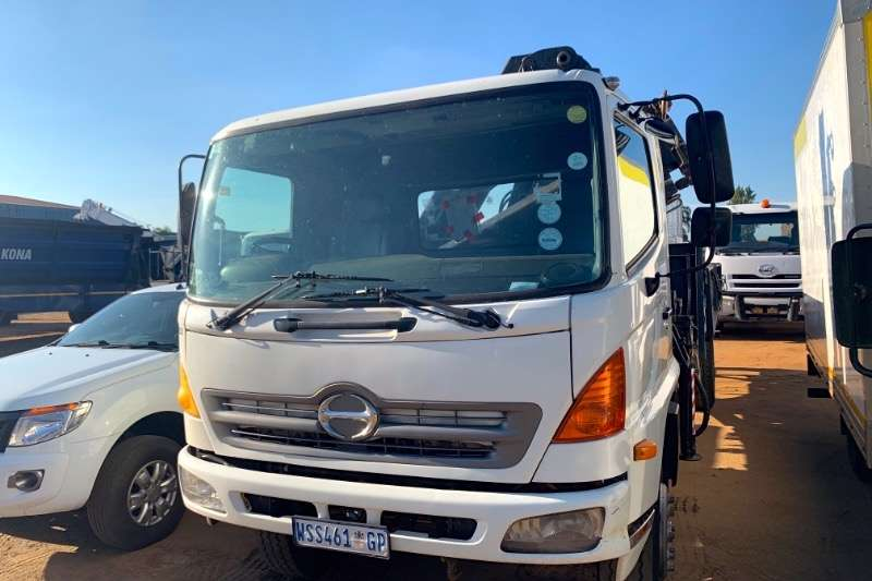 Hino Truck Dropside 500 15 257 WITH CRANE 2008