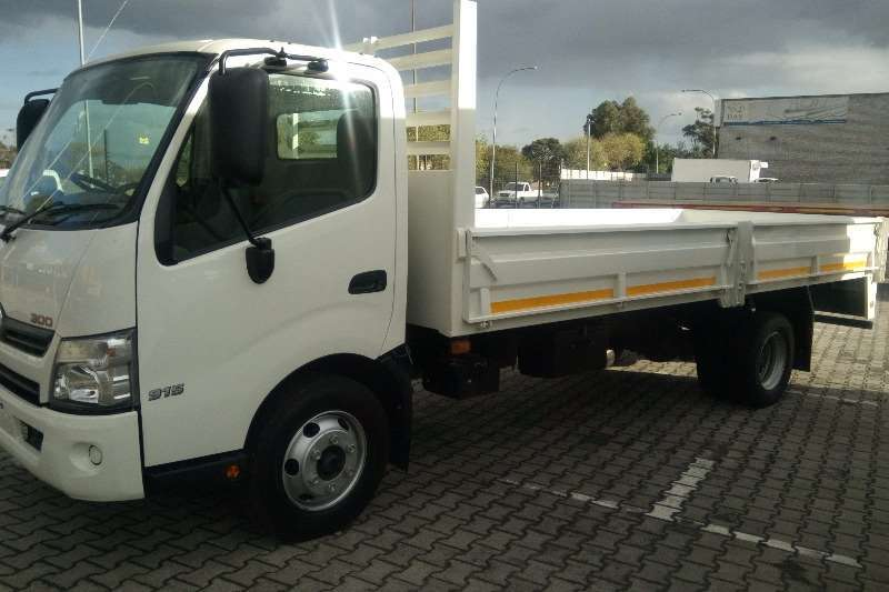 Hino Truck Dropside 915 2020