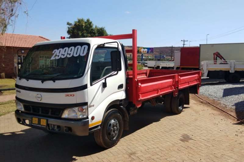 Hino Truck Dropside HINO 300 814 DROPSIDE R269000 2011