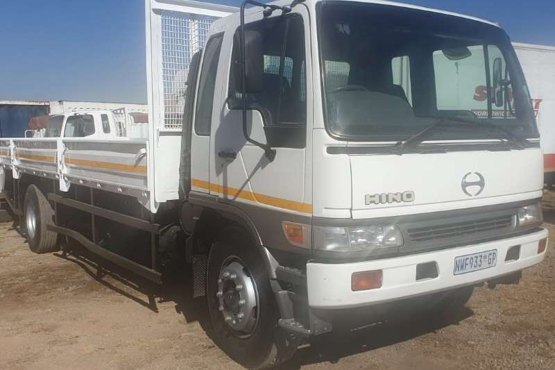 Hino Truck Dropside Ranger 15 207 8ton dropside in original condition 2002