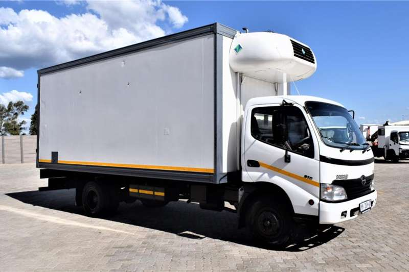 Hino Truck Fridge truck 300 Series 915 Refrigerated Body 2009