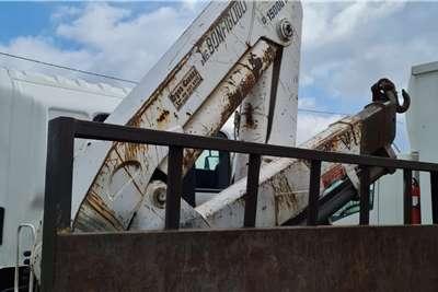 Hino Hino 12 ton flatdeck with 15 ton crane Truck