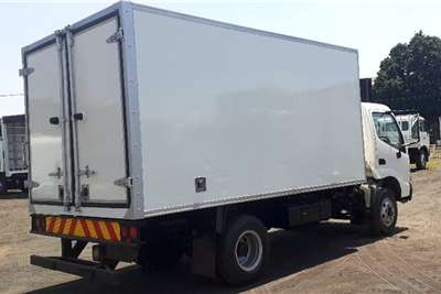Hino HINO 300 714 FRIDGE 4 TON Truck