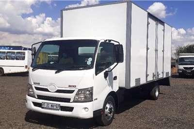 Hino HINO 300 915 BOX BODY Truck