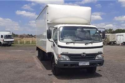 Hino Truck HINO 300 915 F/C C/C 5TON VAN BODY 2011