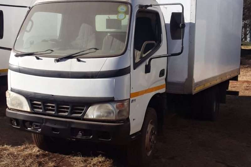Hino Truck Hino 300 closed body 2009