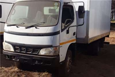 Hino Hino 300 closed body Truck