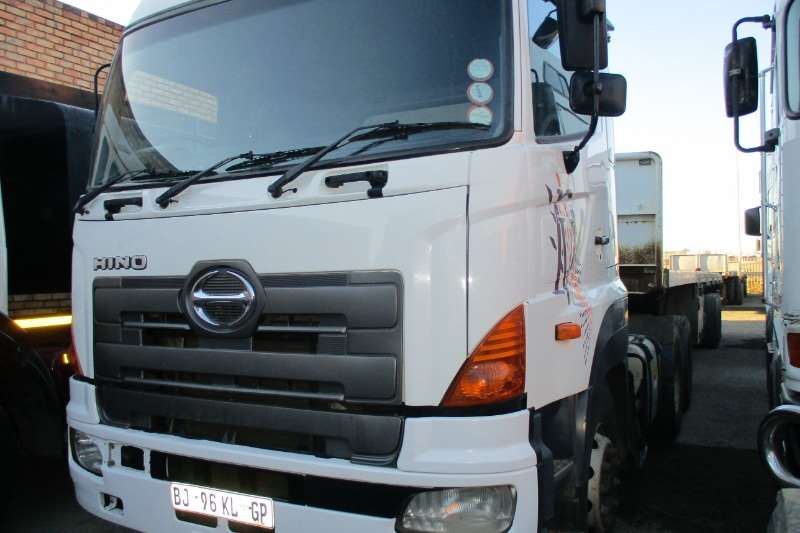 Hino Truck Hino 700 28 48 2011