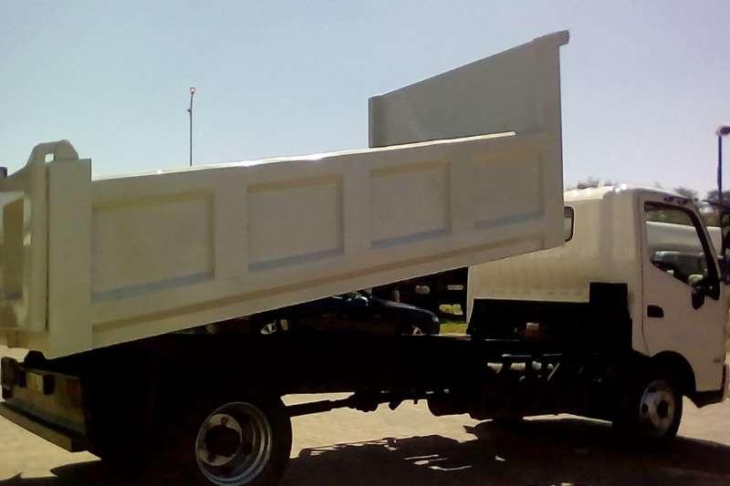 Hino Tipper HINO 300 815 C/C SWB A/T F/C 3.7 CUBE TIPPER Truck