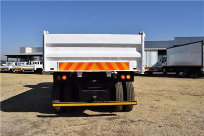 Hino Tipping body Series 39 240 (12 Cubic Tag Axle ) Truck