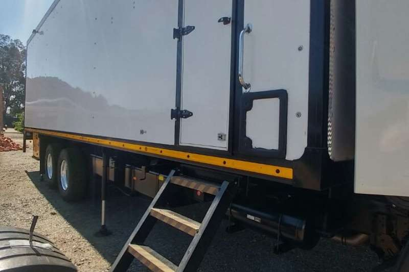 Hino Truck-Tractor Double Axle 500 2626 6x4 2015