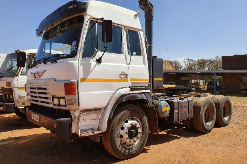 Hino Double axle ADE 442 Ti Motor   Fuller Gearbox Truck-Tractor