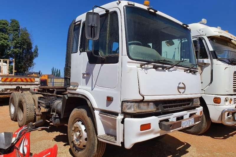 Hino Truck-Tractor Double axle Profia 2004