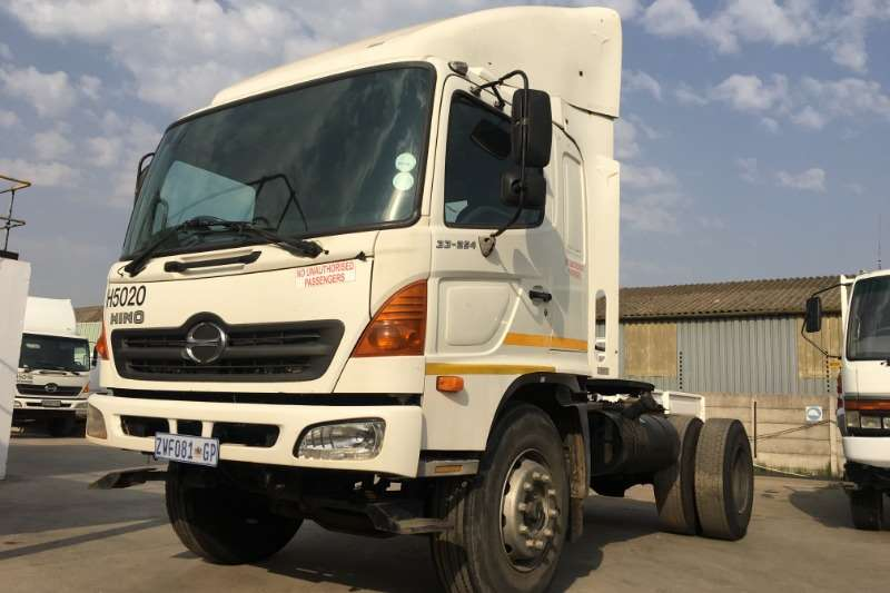 Hino Truck-Tractor Single axle 33 254 4x2 T/T 2006