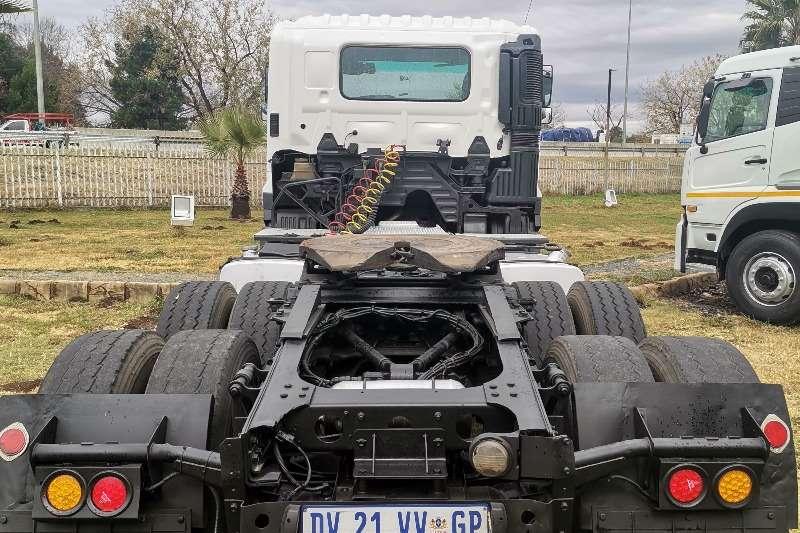 Hino Double axle HINO 700  2841 HORSE Truck tractors