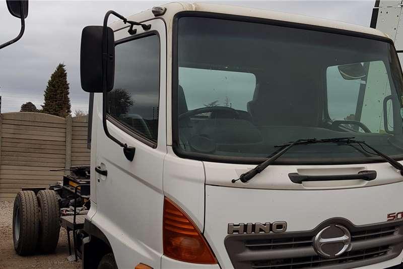 Hino Single axle 1317, low mileage, well kept Truck tractors