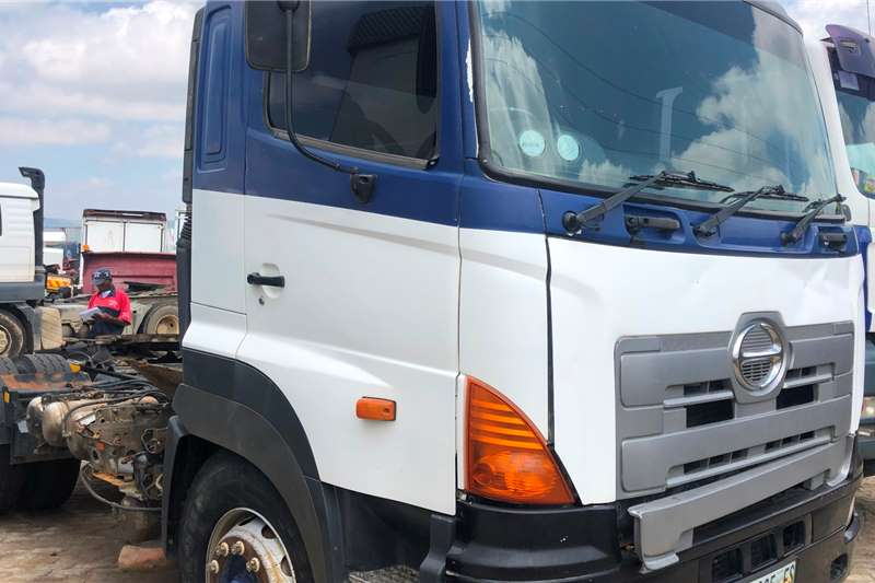 Hino Truck tractors Single axle 2005