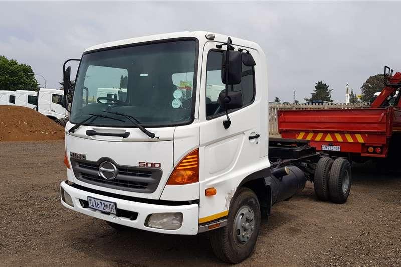 Hino Single axle 500 1317 4x2TT Truck tractors