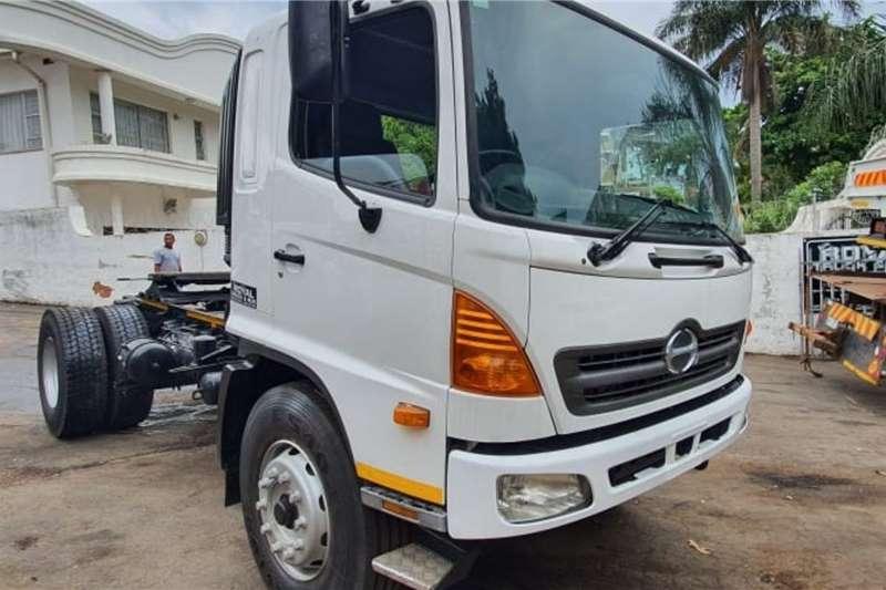 Hino Truck tractors Single axle 500 SERIES   33 254 2007
