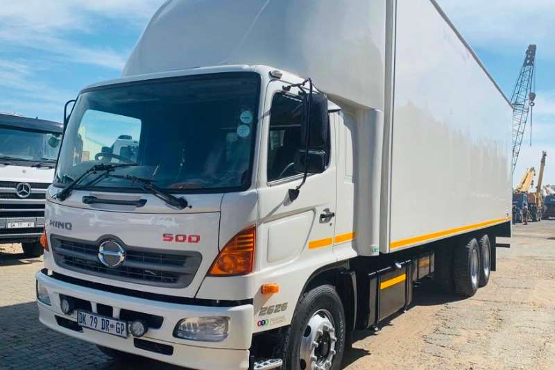 Hino Truck Van body 500 2626 2014